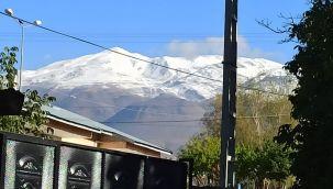 Süphan Dağı zirvesine mevsimin ilk karı yağdı