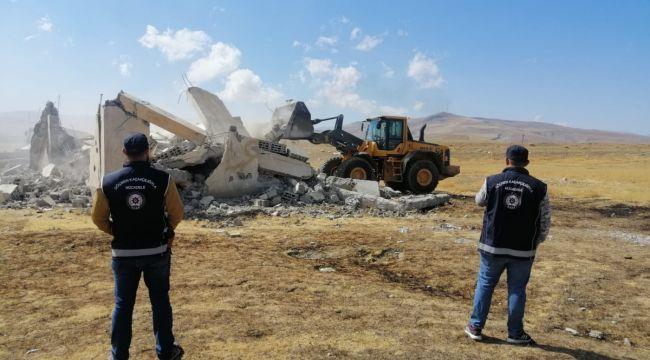 Van'da göçmenlerin saklandığı 5 'şok ev' yıkıldı
