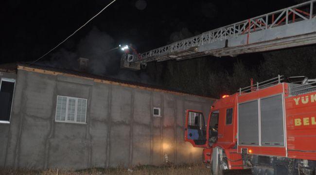 Yüksekova'da çatı yangını korkuttu
