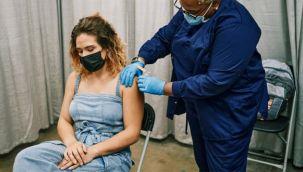 Biontech aşının koruyuculuğu 6 ayda yüzde 20'ye düşüyor