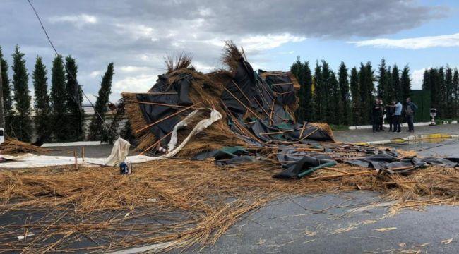 Edremit'te fırtına ağaçların dallarını kırdı, çatıları uçurdu