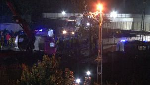 Metro şantiyesinde işçileri tünele indiren vincin halatı koptu