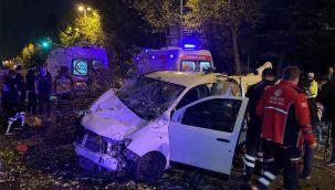 Refüje çarpan araç, taklalar atarak durdu: 4 yaralı